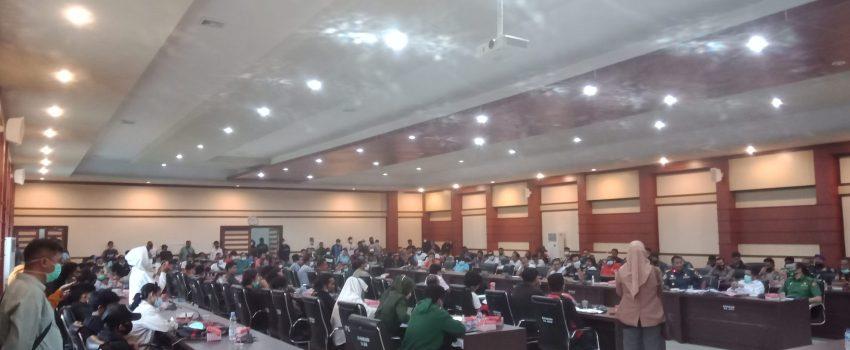 Suasana rapat dengar pendapat (RDP) komisi III dengan buruh pelabuhan Kendari dengan instansi terkait serta perwakilan pemerintah provinsi (Pemprov) Sultra
