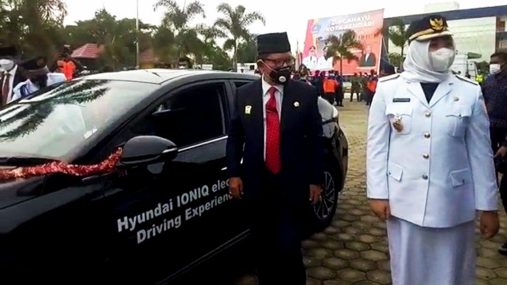 HUT ke 190, Wali Kota Kendari Resmi Launching Mobil Listrik
