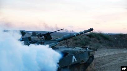 Tank-tank Israel Gempur Gaza Jelang Kemungkinan Serangan Darat