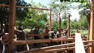 Kodim 1416 Muna Rehap Rumah Nenek Berusia 150 Tahun di Muna