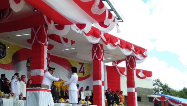Umi Fathur Kelahiran Raha, Pembawa Baki Sang Merah Putih di Wakatobi