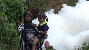 Wisata Dadakan di Gunungan Busa
