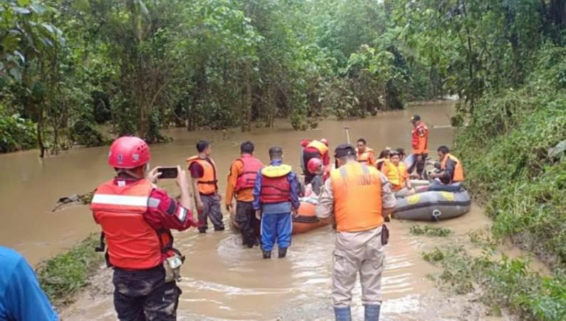 SAR Kendari Evakuasi Warga di Uesi dan Dangia