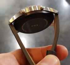 Ura je debelejša od predhodnice in zato namenjena močnejših moškim rokam.