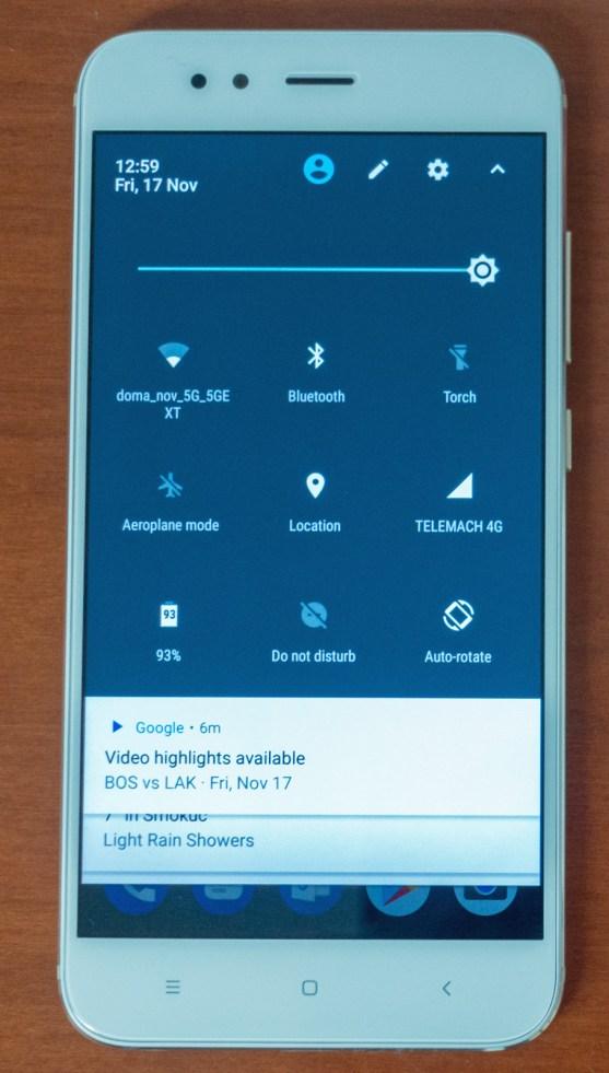 Čisti Android nima navlake.