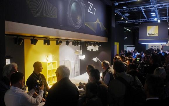 Letošnjo Photokino so rešile napovedi novih polnoformatnih brezzrcalnih sistemov.