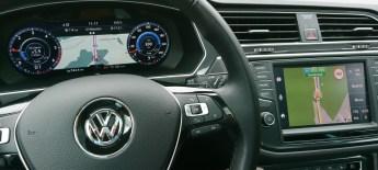 V določenih scenarijih sta lahko hkrati prikazani in aktivni različni navigacijski storitvi.