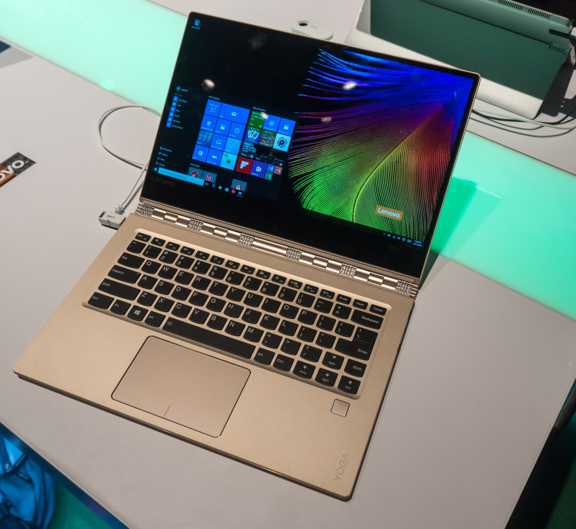 Yoga 910 se ponaša z minimalnim robom okrog zaslona.