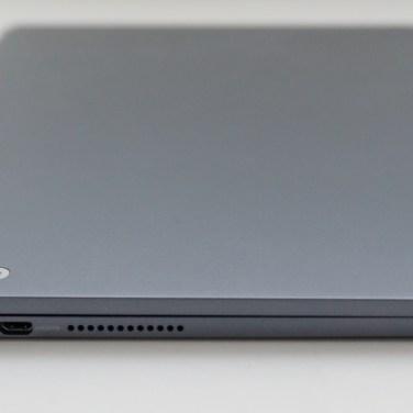 Priključkov ni veliko. Micro USB, micro HDMI, pladenj za kartico micro SD in izhod za slušalke.