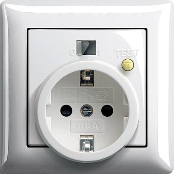 Elektricheskaia rozetka s vykliuchatelem