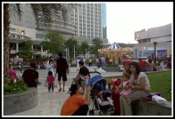 Sore Sore Di Central Park Mall Mom Travel Photography Blog