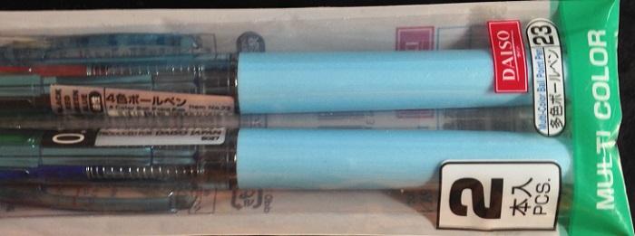 ダイソーの便利な4色ボールペン。2本で税抜100円。資格の勉強時の印付けに最適。