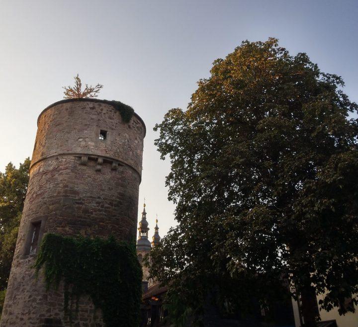 Hexenturm Fulda mit Dom im Hintergrund