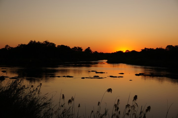 Sonnenuntergang Okavango River