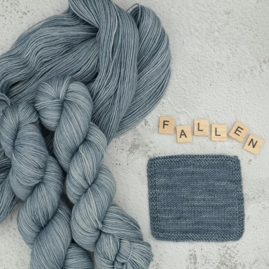 """Découvrez le coloris reproductible """"Fallen"""" ; teint à la main par la Teinturlurée sur la base Mérinos Superwash (Fingering)"""