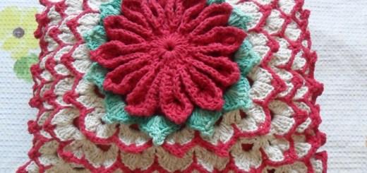 Patrones Cojín crochet con flor