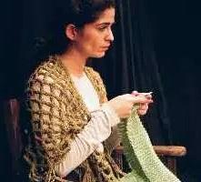 mujer y tejido