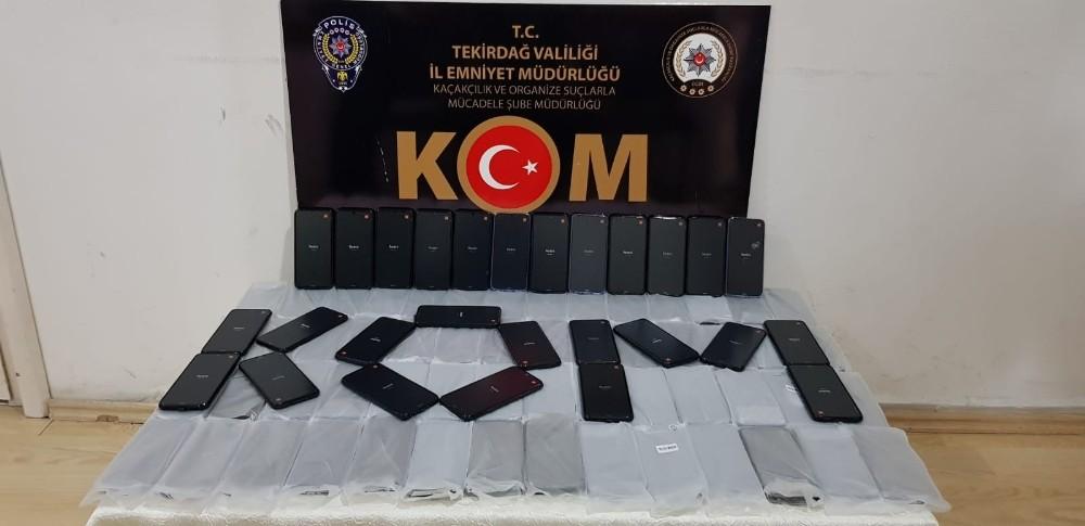 Tekirdağ'da 100 adet kaçak cep telefonu ele geçirildi