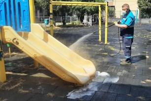 Çocuk parkları kontrollü normalleşme öncesi dezenfekte edildi