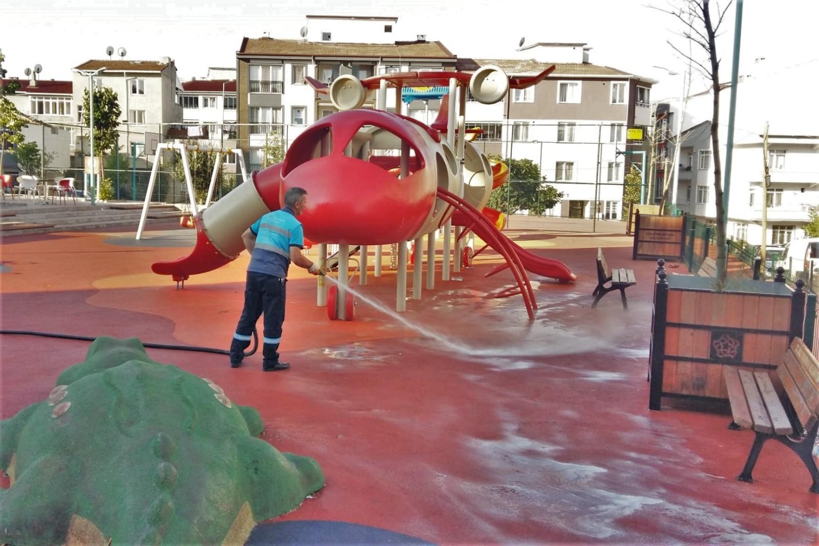 Parklar dezenfekte ediliyor