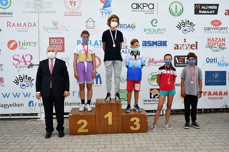 Yelken yarışlarında sporcular ödüllerine kavuştu