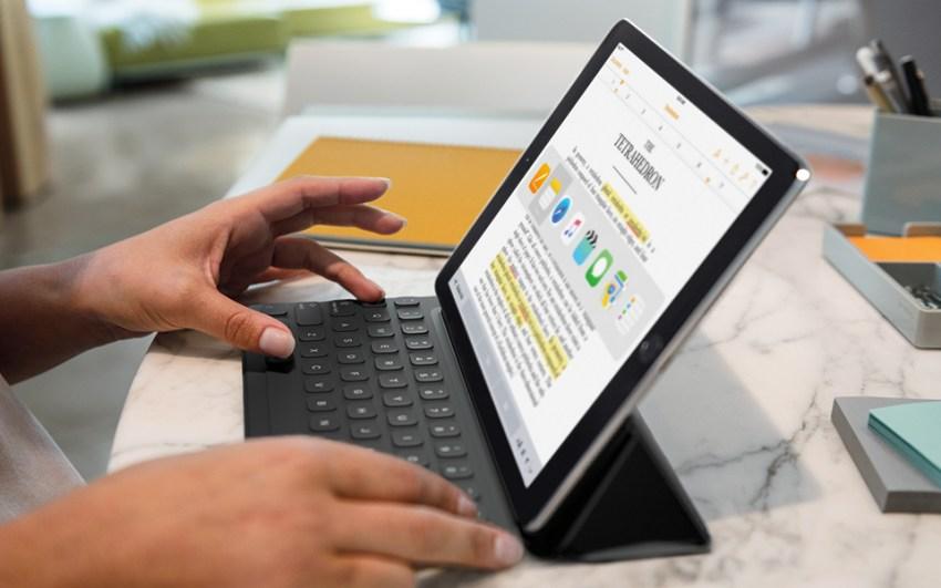 iPadPro10-SmartKeyboard_PR-PRINT