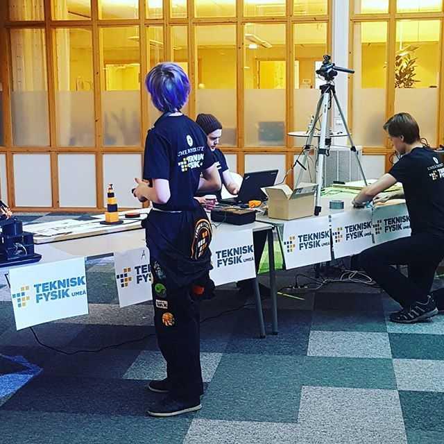 Nu klockan 12 drar kvalet i teknisk fysiks årliga robottävling igång! Kom förbi i lunchpausen, det bjuds självklart på kaffe