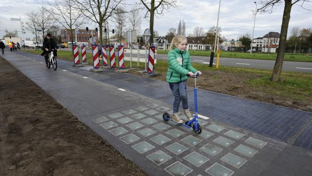 Будут ли в Нидерландах мостить улицы солнечными панелями? 1