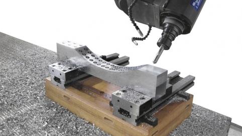 Обработка алюминия на обрабатывающем центре с ЧПУ ACCORD 50 FXM, производство SCM Италия