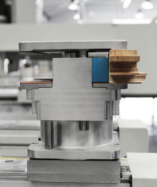 Зажим на квадратной основе обрабатывающего центра с ЧПУ ACCORD 42 FX, производство SCM Италия