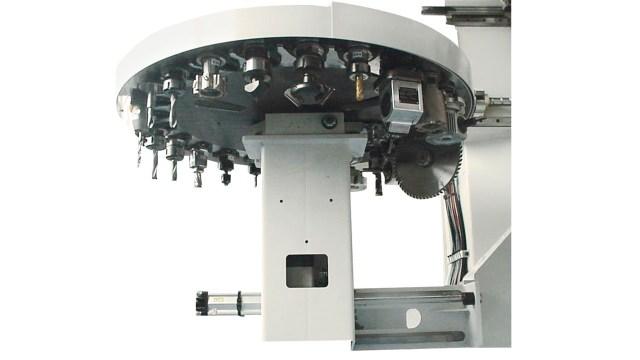Инструментальный магазин Rapid 24 обрабатывающего центра с ЧПУ Morbidelli 400F, производство SCM Италия