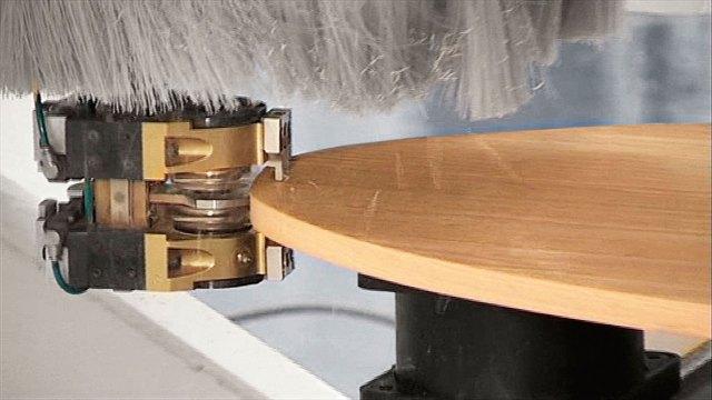 Обрезка кромок на Morbidelli P800, производство SCM (Италия)