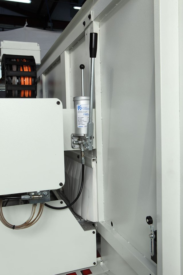Система смазки с ручным насосом Morbidelli N100, производство SCM (Италия)