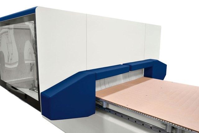 Система защиты в виде бамперов, останавливающих станок при контакте с оператором Morbidelli N100, производство SCM (Италия)