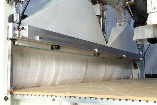 Толкатель на ленточный транспортёр выгрузки (внутренний вид) Morbidelli N100, производство SCM (Италия)