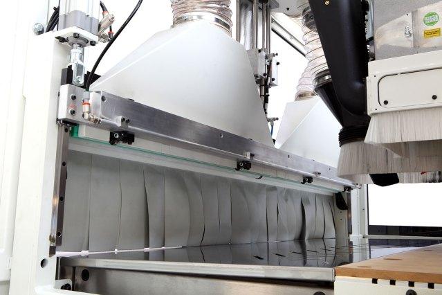 Толкатель перемещения деталей на ленточный транспортёр выгрузки Morbidelli N100, производство SCM (Италия)