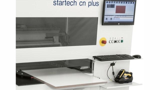 Универсальный обрабатывающий центр для сверления и распила с ЧПУ Startech CN Plus, производство SCM Италия, автоматический приближатель