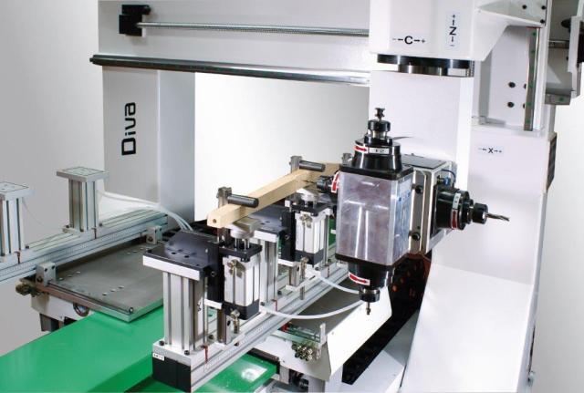 Diva R2+2 - обрабатывающий центр с ЧПУ с фиксированным мостом, производство Greda Италия