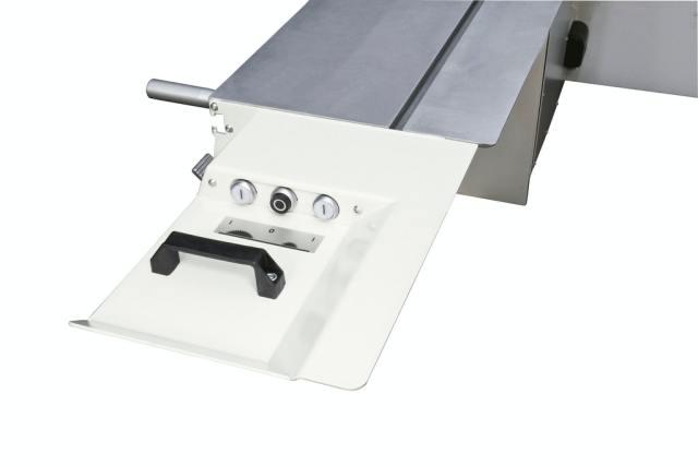 Кнопки для запуска и остановки основной и подрезной пил станка Minimax SI X, производство SCM (Италия)