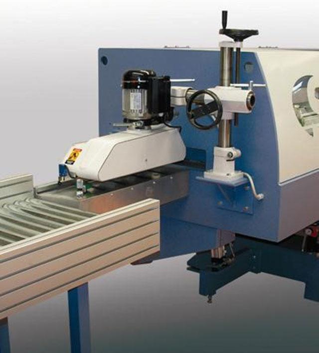 Устройство подачи в пресс с приводными роликами линии сращивания древесины на мини-шип SKYLINE, производство Bottene (Италия)