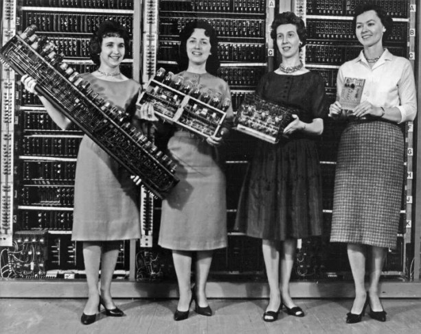 teknolojide kadınların ayak sesleri