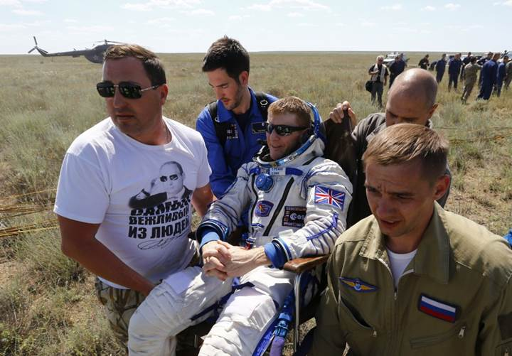 uu ideki üç astronot dünyaya döndü
