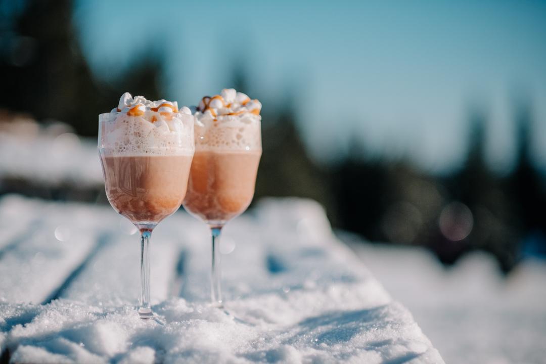 Vyer i Säfsen, Dalarna. Var, choklad med vispgrädde och marshmallows. Skidåkning i Säfsen Alpin. Svenska resebloggar med Från tekopp till bergstopp