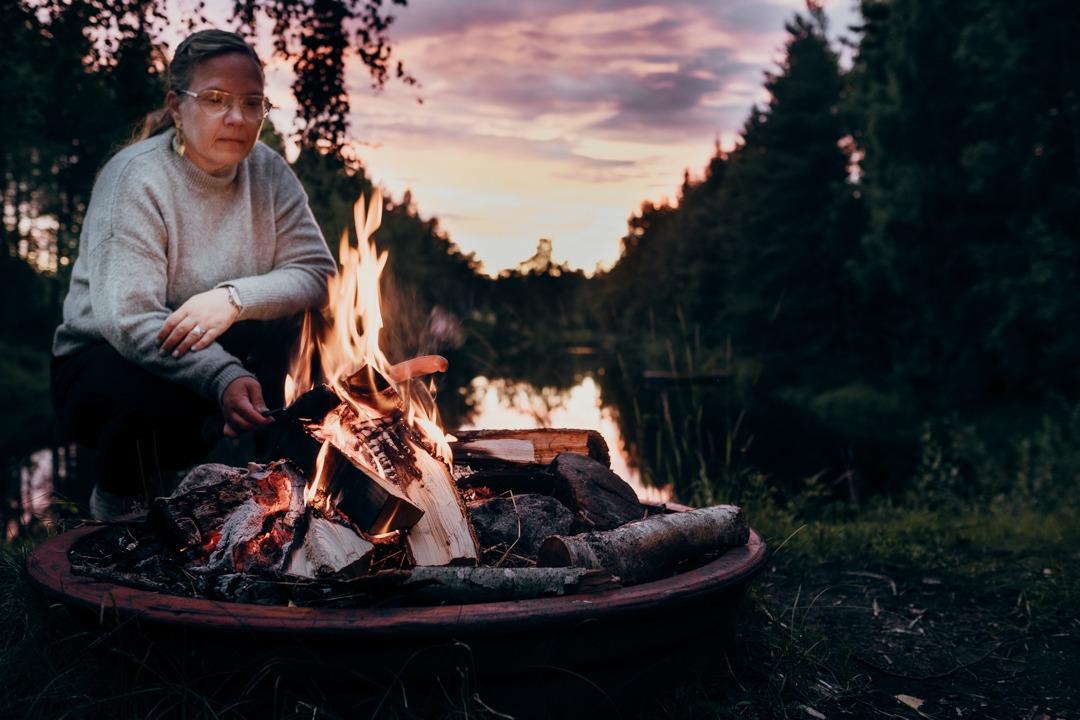 grilla i naturen, elda i naturen, göra upp eld i skogen