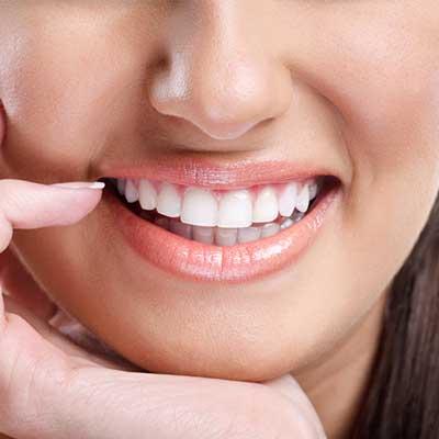 Profesionalūs odontologai ir besišypsantis pasaulis