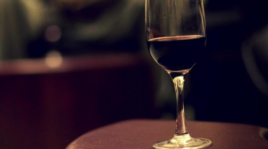 Het verschil tussen rode wijnglazen en rodewijnglazen