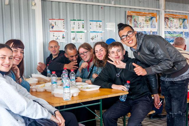 Fælles spisning i Tabanovtse Transit Camp