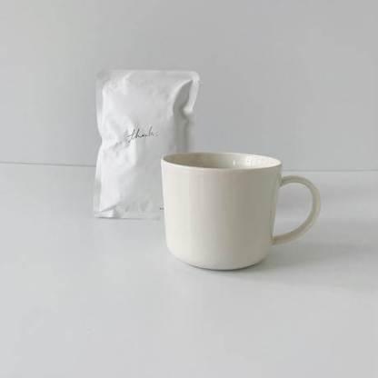 波佐見焼のホワイトマグとコーヒー