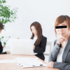 職場の人間関係でマウント狙う「告げ口おばはん」の周到な計算