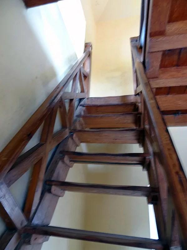 ※急な階段を登ってみる